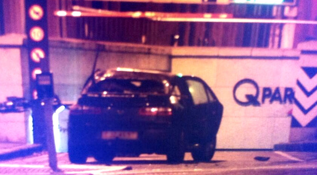 Police have been dealing with a suspect vehicle close to Victoria Square shopping centre. Image source: Twitter