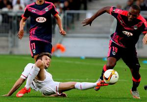 Liverpool's Adam Lallana, left, challenges for the ball with Bordeaux's Nicolas Maurice-Belay during their Europa League soccer match in Bordeaux, southwestern France, Thursday, Sept. 17, 2015. (AP Photo/Bob Edme)