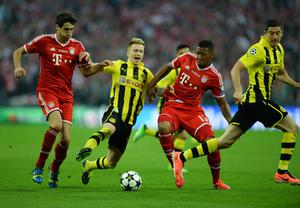 LONDON, ENGLAND - MAY 25:  Javi Martinez of Bayern Muenchen (L) in action with Marco Reus of Borussia Dortmund (2nd L) and team-mate Jerome Boateng during the UEFA Champions League final match between Borussia Dortmund and FC Bayern Muenchen at Wembley Stadium on May 25, 2013 in London, United Kingdom.  (Photo by Laurence Griffiths/Getty Images)