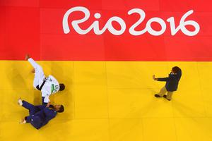 RIO DE JANEIRO, BRAZIL - AUGUST 09:  Ivaylo Ivanov of Bulgaria and Seungsu Lee of Korea compete during the Men's -81kg bout on Day 4 of the Rio 2016 Olympic Games at the Carioca Arena 2 on August 9, 2016 in Rio de Janeiro, Brazil.  (Photo by Ian Walton/Getty Images)