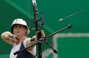 Britain's Naomi Folkard releases her arrow during an elimination round of the individual archery competition at the Sambadrome venue during the 2016 Summer Olympics in Rio de Janeiro, Brazil, Tuesday, Aug. 9, 2016. (AP Photo/Alessandra Tarantino)