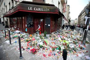 Floral tributes continue to be left outside Le Carillon bar in Paris following the terrorist attacks on Friday evening. PRESS ASSOCIATION Photo. Picture date: Monday November 16, 2015. See PA story POLICE Paris. Photo credit should read: Steve Parsons/PA Wire