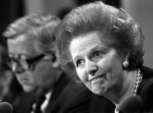 File photo dated 22/5/89 of Margaret Thatcher fielding questions with Foreign Secretary, Geoffrey Howe (background), at a press conference, in London. PRESS ASSOCIATION Photo. Issue date: Monday April 8, 2013. Baroness Thatcher died this morning following a stroke, her spokesman Lord Bell said. See PA story DEATH Thatcher. Photo credit should read: Martin Keene/PA Wire