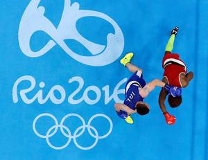 Ireland's Joseph Ward, left, fights Ecuador's Carlos Andres Mina during a men's light heavyweight 81-kg preliminary boxing match at the 2016 Summer Olympics in Rio de Janeiro, Brazil, Wednesday, Aug. 10, 2016. (AP Photo/Frank Franklin II)