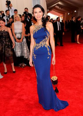 """Wendi Deng Murdoch arrives at The Metropolitan Museum of Art's Costume Institute benefit gala celebrating """"China: Through the Looking Glass"""" on Monday, May 4, 2015, in New York. (Photo by Evan Agostini/Invision/AP)"""