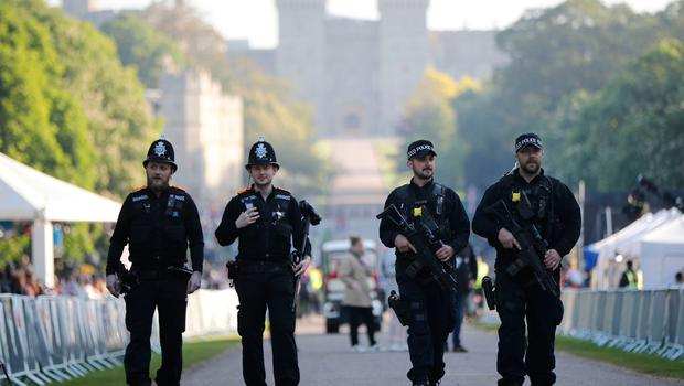 Armed police patrol on the Long Walk leading to Windsor Castle ahead of the wedding and carriage procession of Britain's Prince Harry and Meghan Markle in Windsor, on May 19, 2018. / AFP PHOTO / Tolga AKMENTOLGA AKMEN/AFP/Getty Images