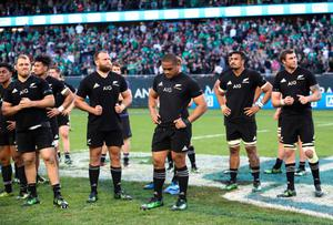 CHICAGO, IL - NOVEMBER 05:  Dejected New Zealand players look on following their team's 40-29 defeat during the international match between Ireland and New Zealand at Soldier Field on November 5, 2016 in Chicago, United States.  (Photo by Phil Walter/Getty Images)