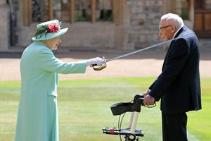 Captain Sir Tom Moore receives his knighthood from the Queen (Chris Jackson/PA)