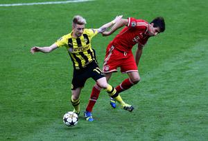 LONDON, ENGLAND - MAY 25:  Marco Reus of Borussia Dortmund (L) in action with Javi Martinez of Bayern Muenchen during the UEFA Champions League final match between Borussia Dortmund and FC Bayern Muenchen at Wembley Stadium on May 25, 2013 in London, United Kingdom.  (Photo by Martin Rose/Getty Images)