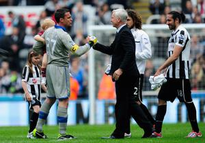 NEWCASTLE UPON TYNE, ENGLAND - MAY 19:  Newcastle captain Steve Harper (l) shakes hands with manager Alan Pardew after the Barclays Premier League match between Newcastle United and Arsenal at St James' Park on May 19, 2013 in Newcastle upon Tyne, England.  (Photo by Stu Forster/Getty Images)