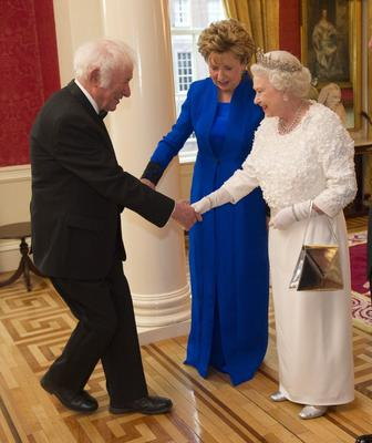 Seamus Heaney with the Queen