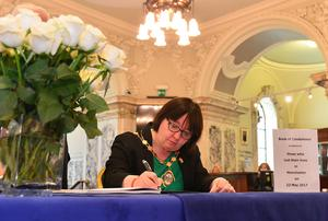 Pacemaker Press Belfast 23-05-2017: Deputy Lord Mayor Councillor Mary Ellen Campbell pictured signing a Book of Condolences, that was opened up for the victims of last night's bomb attack in Manchester, at  Belfast City Hall. Picture By: Arthur Allison.