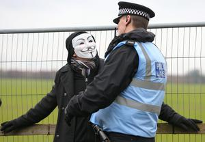 A protester talks to a police liaison officer at the gates of the Barton Moss exploration facility, after taking part in a slow march in front of lorries on March 6, 2014 in Barton, England. Photo by Dave Thompson/Getty Images