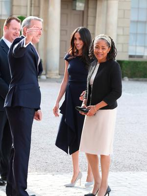 BERKSHIRE, ENGLAND - MAY 18:  Meghan Markle and her mother, Doria Ragland arrive at Cliveden House Hotel on the National Trust's Cliveden Estate to spend the night before her wedding to Prince Harry on May 18, 2018 in Berkshire, England.  (Photo by Steve Parsons - Pool / Getty Images)