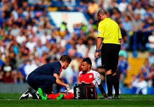 LONDON, ENGLAND - SEPTEMBER 19:  Francis Coquelin (C) of Arsenal receives a medical treatment during the Barclays Premier League match between Chelsea and Arsenal at Stamford Bridge on September 19, 2015 in London, United Kingdom.  (Photo by Ian Walton/Getty Images)
