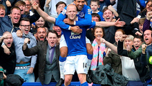 Magic number: Aaron Lennon helps Steven Naismith celebrate his third goal against Chelsea