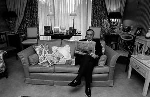File Pics Albert Reynolds Has Died. ALBERT REYNOLDS READS THE PAPER IN HIS DUBLIN HOME DURING HIS PERIOD IN POLITICAL LIMBO FOLLOWING HIS SACKING BY THE TAOISEACH. 25/1/1992 PIC PHOTOCALL IRELAND