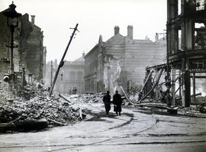 4/5 May 1941. Bridge Street from High Street. AR 33