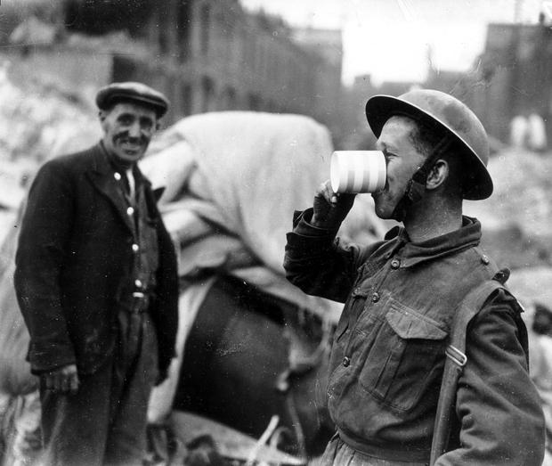 WORLD WAR II: BELFAST AIR RAIDS. SOLDIERS. 4/5 May 1941. Soldiers playing gramophone. AR 151.