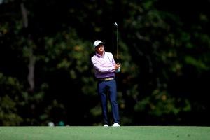AUGUSTA, GEORGIA - APRIL 07:  Kevin Kisner of the United States plays his second shot on the fifth hole during the first round of the 2016 Masters Tournament at Augusta National Golf Club on April 7, 2016 in Augusta, Georgia.  (Photo by David Cannon/Getty Images)
