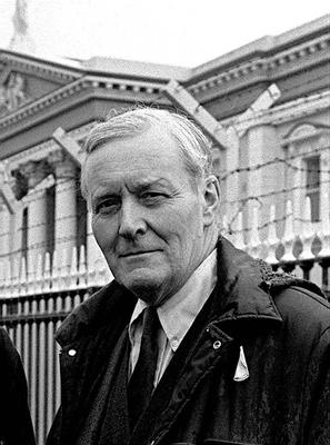 Tony Benn pictured outside in Belfast in 1985