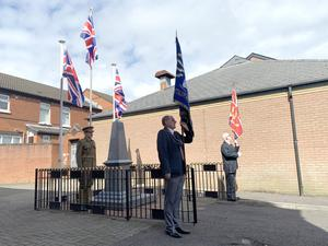Organised by he East End Great War Society members gathered at the War Memorial on the Woodstock Road this morning to remember those who had fallen in the two World Wars and to celebrate and mark VE Day