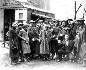 WORLD WAR II: BELFAST AIR RAIDS. YORK ROAD. 4/5 May 1941. Londonderry mobile canteen at demolition squad. AR 211.
