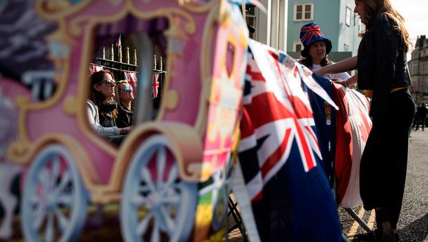 Royal fans wait along the proposed route of the carriage procession of Britain's Prince Harry and US actress Meghan Markle, in Windsor on May 17, 2018, two days before the Royal wedding.  Britain's Prince Harry and US actress Meghan Markle will marry on May 19 at St George's Chapel in Windsor Castle. / AFP PHOTO / OLI SCARFFOLI SCARFF/AFP/Getty Images