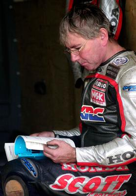 JOEY DUNLOP SPORTED A NEW ACCESSORY TO THE RACING ENSEMBLE FOR THE 2000 SEASON- A PAIR OF SPECTACLES!  THEY WERE KEPT IN THE TOOL BOX WITH THE REST OF THE KIT.