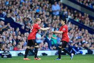 WEST BROMWICH, ENGLAND - MAY 19:  Paul Scholes of Manchester United replaces Shinji Kagawa of Manchester United as he makes his final appearance for the club during the Barclays Premier League match between West Bromwich Albion and Manchester United at The Hawthorns on May 19, 2013 in West Bromwich, England.  (Photo by Richard Heathcote/Getty Images)