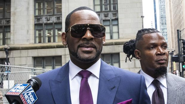 Musician R Kelly, centre, arriving for a court hearing (Ashlee Rezin/Chicago Sun-Times via AP)