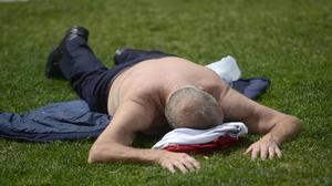 PACEMAKER BELFAST  30/06/2015 Enjoying the hot weather at Belfast City Hall on tuesday as the sunshine expected across Northern Ireland. Photo Colm Lenaghan/Pacemaker