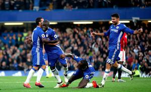 "Chelsea's N'Golo Kante celebrates scoring his side's fourth goal of the game with teammates during the Premier League match at Stamford Bridge, London. PRESS ASSOCIATION Photo. Picture date: Sunday October 23, 2016. See PA story SOCCER Chelsea. Photo credit should read: Nick Potts/PA Wire. RESTRICTIONS: EDITORIAL USE ONLY No use with unauthorised audio, video, data, fixture lists, club/league logos or ""live"" services. Online in-match use limited to 75 images, no video emulation. No use in betting, games or single club/league/player publications."