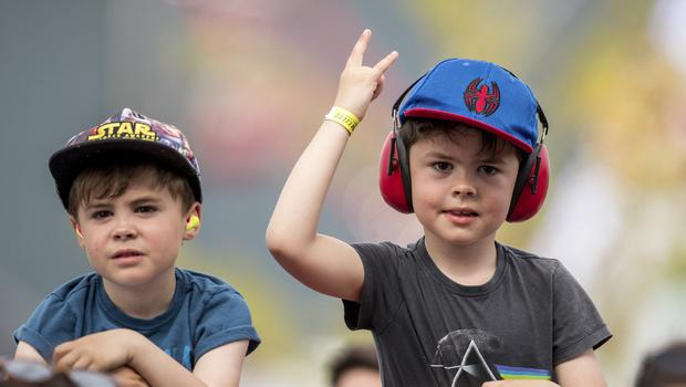 McBurney/BBC Biggest Weekend Belfast  Pictured kid make the rock sign as Ash performs during the BBC Biggest Weekend on Titanic Slipway.  Date: Saturday 26th April 2018 Location: Titanic Slipway, Belfast Credit: Liam McBurney/RAZORPIX Copyright: Liam McBurney/RAZORPIX  Liam McBurney +44 7837 685767 +44 2890 660676 liammcburney@gmail.com