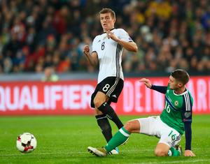 HANOVER, GERMANY - OCTOBER 11:  Toni Kroos of Germany and Oliver Norwood of Northern Ireland in action during the FIFA 2018 World Cup Qualifier between Germany and Northern Ireland at HDI-Arena on October 11, 2016 in Hanover, Lower Saxony.  (Photo by Martin Rose/Bongarts/Getty Images)