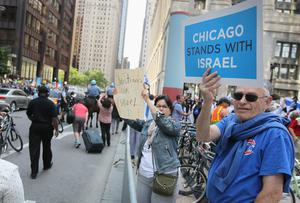 Demonstrators show their support during a pro-Israel rally on July 28, 2014 in Chicago, Illinois.   (Photo by Scott Olson/Getty Images)