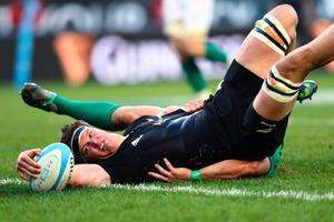 CHICAGO, IL - NOVEMBER 05:  Debut cap Scott Barrett of New Zealand touches down to score his team's third try during the international match between Ireland and New Zealand at Soldier Field on November 5, 2016 in Chicago, United States.  (Photo by Phil Walter/Getty Images)