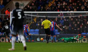 Crystal Palace's Welsh goalkeeper Wayne Hennessey spills the ball into the path of Chelsea's Brazilian-born Spanish striker Diego Costa (L), who scores their third goal during the English Premier League football match between Crystal Palace and Chelsea at Selhurst Park in south London on January 3, 2016. AFP PHOTO / IKIMAGES  RESTRICTED TO EDITORIAL USE. NO USE WITH UNAUTHORIZED AUDIO, VIDEO, DATA, FIXTURE LISTS, CLUB/LEAGUE LOGOS OR 'LIVE' SERVICES. ONLINE IN-MATCH USE LIMITED TO 45 IMAGES, NO VIDEO EMULATION. NO USE IN BETTING, GAMES OR SINGLE CLUB/LEAGUE/PLAYER PUBLICATIONS.IKIMAGES/AFP/Getty Images