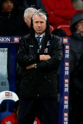 Crystal Palace's English manager Alan Pardew looks on from the touchline during the English Premier League football match between Crystal Palace and Chelsea at Selhurst Park in south London on January 3, 2016. AFP PHOTO / IKIMAGES  RESTRICTED TO EDITORIAL USE. NO USE WITH UNAUTHORIZED AUDIO, VIDEO, DATA, FIXTURE LISTS, CLUB/LEAGUE LOGOS OR 'LIVE' SERVICES. ONLINE IN-MATCH USE LIMITED TO 45 IMAGES, NO VIDEO EMULATION. NO USE IN BETTING, GAMES OR SINGLE CLUB/LEAGUE/PLAYER PUBLICATIONS.IKIMAGES/AFP/Getty Images