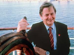 Former Swedish Prime Minister Olof Palme was shot as he walked along a street in central Stockholm in 1986