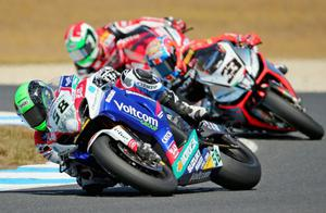PHILLIP ISLAND, AUSTRALIA - FEBRUARY 23:  Eugene Laverty of Ireland and Voltcom Crescent Suzuki leads Marco Melandri of Italy and Aprilia Racing Team in race 1 during round one of the 2014 World Superbike Championship at Phillip Island Grand Prix Circuit on February 23, 2014 in Phillip Island, Australia.  (Photo by Scott Barbour/Getty Images)