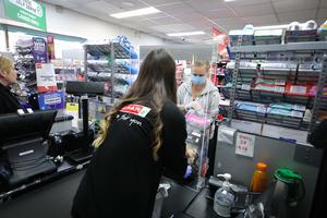 General view of staff at the Wall Group Spar Shop in Ardoyne, north Belfast where staff and customers are practising stringent social distancing rules and hygiene practices in a bid to stop the spread of the Covid-19 virus. Photo by Kelvin Boyes  / Press Eye.