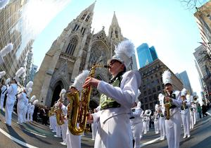 A marching band plays on 5th Avenue during the 255th New York City St Patrick's Day Parade on March 17, 2016. / AFP PHOTO / Timothy A. CLARYTIMOTHY A. CLARY/AFP/Getty Images