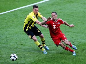 LONDON, ENGLAND - MAY 25:  Lukasz Piszczek of Borussia Dortmund (L) in action with Franck Ribery of Bayern Muenchen during the UEFA Champions League final match between Borussia Dortmund and FC Bayern Muenchen at Wembley Stadium on May 25, 2013 in London, United Kingdom.  (Photo by Martin Rose/Getty Images)