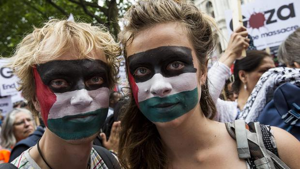 Demonstrators march on Whitehall to oppose Israel's actions in Gaza on July 19, 2014 in London, England.  (Photo by Tristan Fewings/Getty Images)
