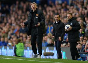 LIVERPOOL, ENGLAND - APRIL 20:  David Moyes manager of Manchester United gives instruction during the Barclays Premier League match between Everton and Manchester United at Goodison Park on April 20, 2014 in Liverpool, England.  (Photo by Clive Brunskill/Getty Images)