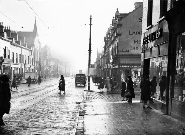 Shankill Road at Canmore St.looking citywards, Belfast.  17/11/1943 BELFAST TELEGRAPH COLLECTION/NMNI