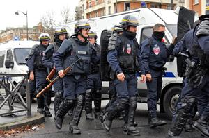 PARIS, FRANCE - JANUARY 09:  Police are mobilized with reports of a hostage situation at Port de Vincennes on January 9, 2015 in Paris, France. According to reports at least five people have been taken hostage in a kosher deli in the Port de Vincennes area of Paris. A huge manhunt for the two suspected gunmen in Wednesday's deadly attack on Charlie Hebdo magazine has entered its third day.  (Photo by Aurelien Meunier/Getty Images)