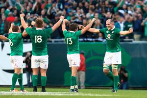 CHICAGO, IL - NOVEMBER 05:  Ireland players celebrate their 40-29 victory as the final whistle blows during the international match between Ireland and New Zealand at Soldier Field on November 5, 2016 in Chicago, United States.  (Photo by Phil Walter/Getty Images)