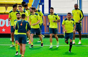 Villarreal players warm up during a training session at El Madrigal stadium in Vila-real on April 27, 2016 on the eve of the UEFA Europa League semi-final first leg football match Villarreal CF vs Liverpool FC. / AFP PHOTO / JOSE JORDANJOSE JORDAN/AFP/Getty Images
